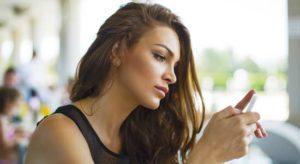 parler a une fille par sms