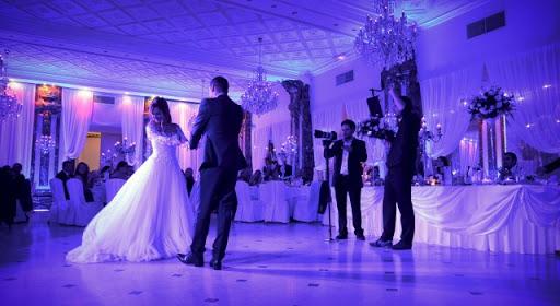 trouver l'amour à un mariage